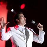 World-Renown Vocalist!