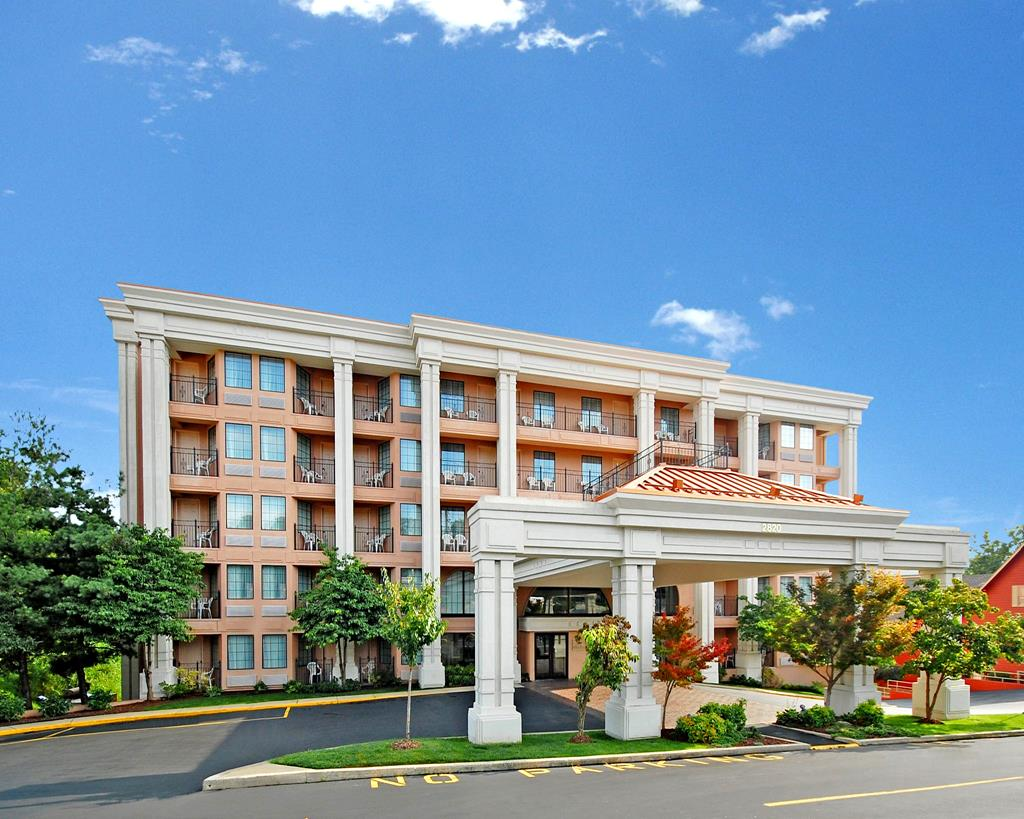 Clarion Hotel Branson Mo Call 1 800 504 0115 The
