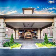 Grand Oaks Hotel Entrance
