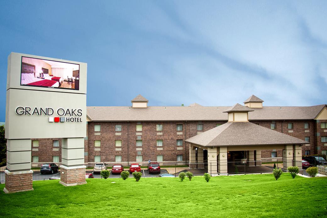 Grand Oaks Hotel Branson Call 1 800 504 0115