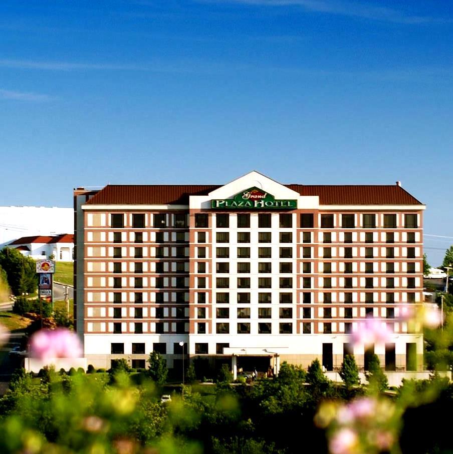 Grand plaza hotel branson mo call 1 800 504 0115 for Plaza hotel