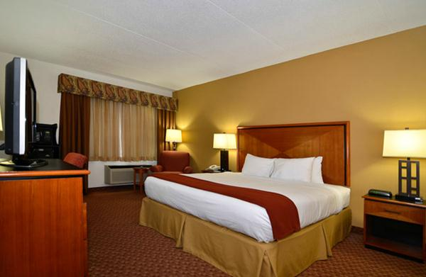 Holiday Inn Express Branson Package