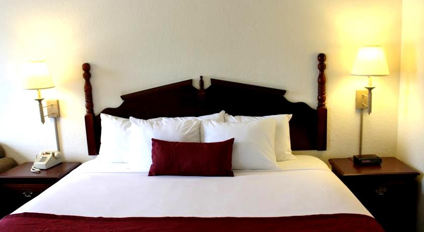 Savannah House Hotel Branson Package