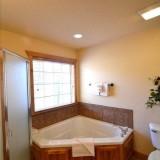 Whirlpool & Walk-In Shower