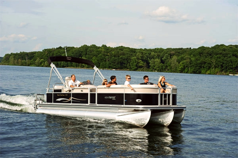 Branson's State Park Marina offers boat, pontoon, and waverunner rentals on Table Rock Lake.