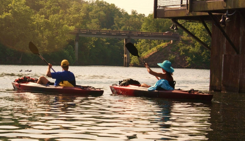 White River Kayaking & Outdoors offers kayak, canoe, paddleboat rentals and more on Lake Taneycomo!