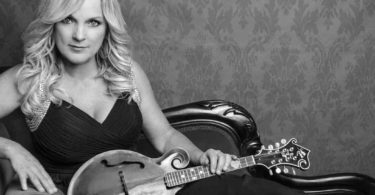 Rhonda Vincent to Star on Larry's Country Diner in Branson