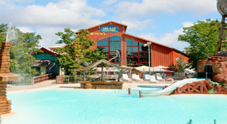 Splash Country is an indoor/outdoor water park located at Branson's Grand Country Inn