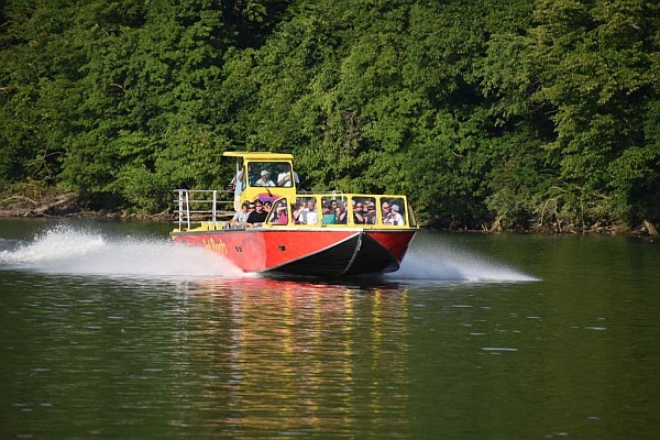 Cruise down Lake Taneycomo as Branson Landing's jet boats take you on the thrilling, sightseeing ride of your life!