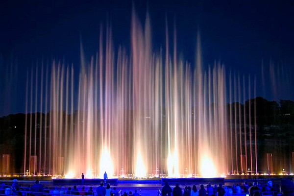 The fountains at Branson Landing put on an unbelieve show that incorporates fire, water, and light in a breathtaking and unforgettable display!