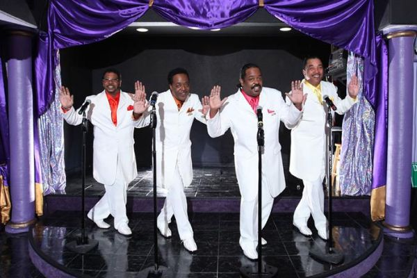 The Motown Downtown show offers visitors the chance to experience an up-close and intimate performance by an incredible cast of singers and performers.