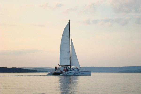 Discover the beauty of Table Rock Lake aboard the Spirit of America Catamaran - offering sightseeing and swimming cruises at the popular lake.