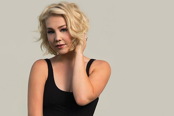 "Finalist and star of ""The Voice"" and chart-topping country singer, RaeLynn joins Chris Janson for an unforgettable summer concert!"