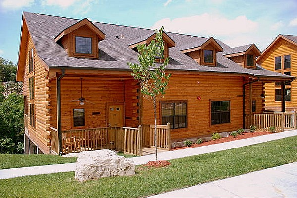 Comfortably sleeping up to 6 people, the two-bedroom cabins at Grand Mountain and Stonebridge are some of the most popular cabin rentals in Branson.