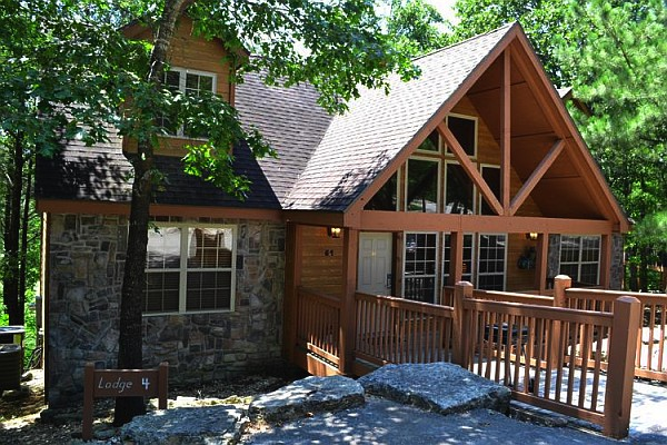 Stonebridge offers 1-4 bedroom cabin rentals in Branson that are just minutes from the area's two most popular lakes!