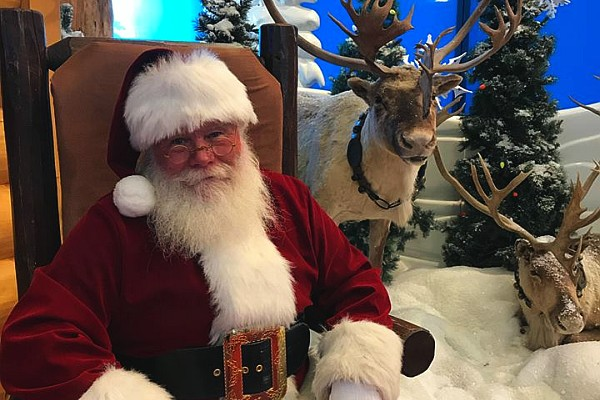 Get a FREE picture with Santa at the Bass Pro at Branson Landing!