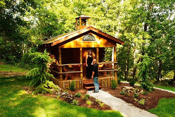 Perfect for intimate weddings and smaller parties, the Log Chapel of the Ozarks provides an unforgettable setting for your big day