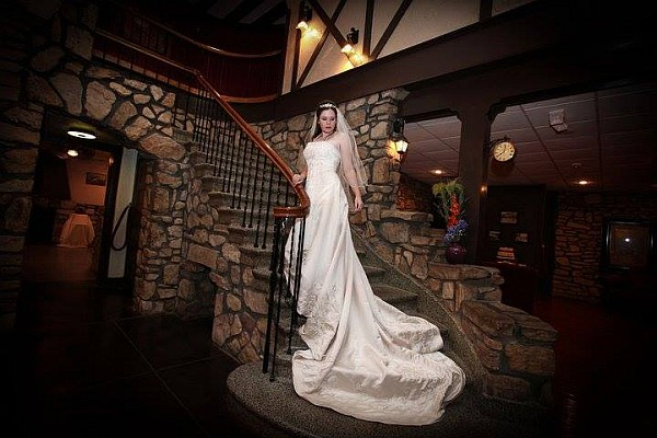 Ye Olde English Inn captures a nostalgic and historic feeling, for the perfect wedding inside a 100+ year-hotel