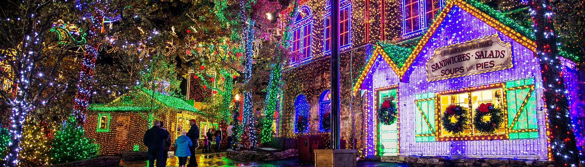 Christmas In Branson 2019 5+ of the Best Branson Christmas Light Displays!   Branson Travel