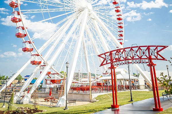 The famous ferris wheel from Chicago's Old Navy Pier has been relocated and available for Branson visitors to experience!